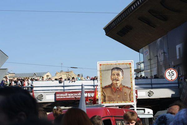 Portret Stalina na paradzie w 2010 roku.