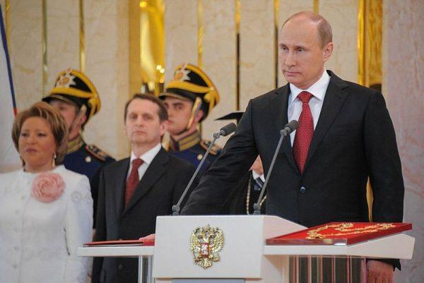 Centralną postacią światowej polityki jest dla Snydera Władimir Putin.