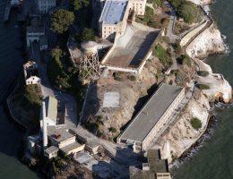 Współczesny stan zabudowań na wyspie.