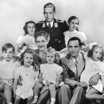 Goebbelsowie z gromadką dzieci byli wzorcową nazistowską rodziną: matka, ojciec i szóstka maluchów!