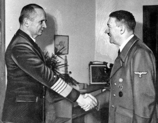 Karl Dönitz był ulubieńcem Hitlera. Wódz wyznaczył go na swojego następcę.