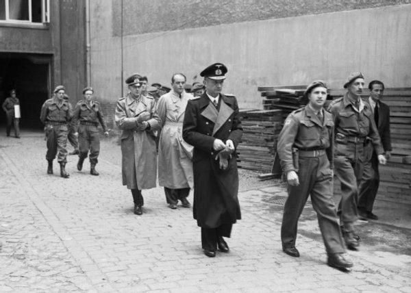 Karl Dönitz w dniu aresztowania.