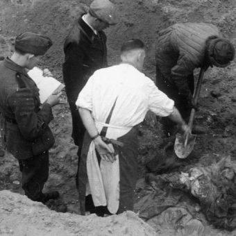 Ujawnienie zbrodni katyńskiej wstrząsnęło Polakami. Anglicy jednak nie uwierzyli, że winni są Sowieci.
