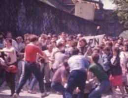 Jeszcze w połowie lat 80. za działalność opozycyjną groziły wieloletnie wyroki więzienia. Na zdjęciu manifestacja KPN (1987).