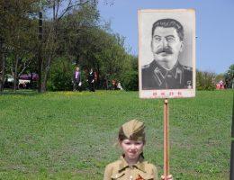 Współcześni Rosjanie oceniają Stalina pozytywnie, jako budowniczego radzieckiego imperium.