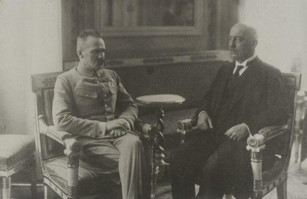 Piłsudski i Narutowicz podczas spotkania w Belwederze.