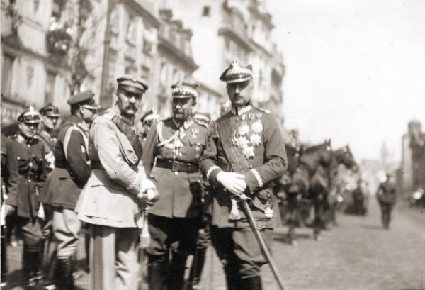"""W panteonie polskich """"bogów wojny"""" znaleźli się między innymi marszałek Piłsudski (z lewej) oraz generał Rozwadowski (w środku)."""