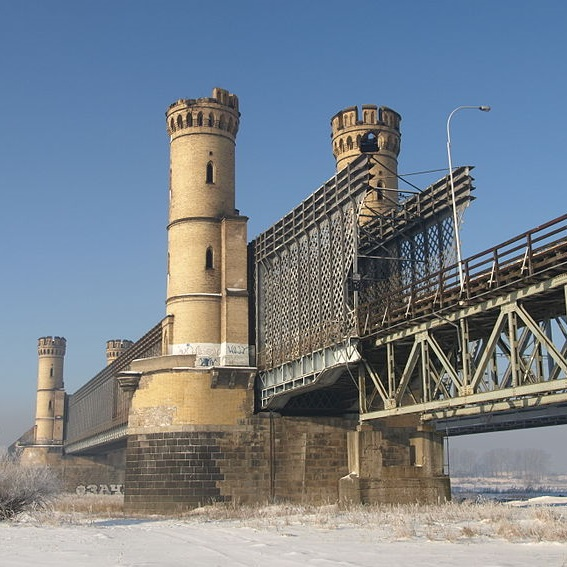 Most był wielokrotnie niszczony i odbudowywany. Kapsuła czasu była jednak zabezpieczona na tyle dobrze, że nie uległa zniszczeniu.