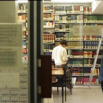 Biblioteka uniwersytecka w Bonn (fot. Bundesarchiv, B 145 Bild-F079071-0029, lic. CC-BY-SA 3.0)