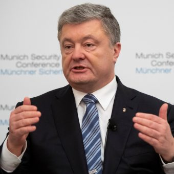 Prezydent Ukrainy Petro Poroszenko prowadzi obecnie kampanię przed drugą turą wyborów prezydenckich (na zdj. przemawia podczas tegorocznej Monachijskiej Konferencji Bezpieczeństwa).