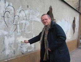 Michnik podkreślał konieczność porozumienia już w 1985 roku. Zdjęcie z 2004 roku.