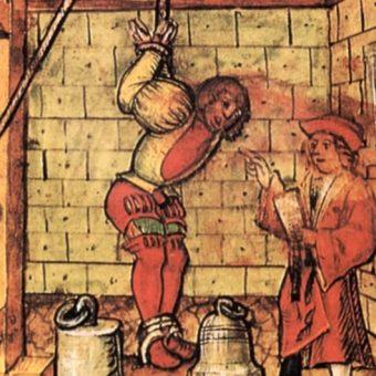 Jedną z tortur jakie czekały na templariuszy było strappado (wahadło).