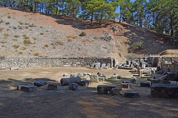 W Mitylenie dzisiejszych czasów doczekało niewiele pozostałości po antycznych budowlach.