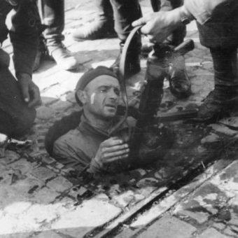 Kanały przerażały Niemców, dając powstańcom pewną przewagę. W końcu jednak wrogowie zdobyli informacje o przebiegu podziemnych tras.