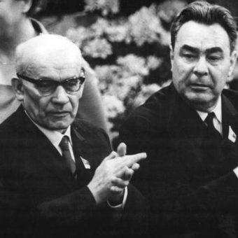 Gomułka nawet nie zdawał sobie sprawy, że w lipcu 1959 roku niemal padł ofiarą zamachu (na zdj. z Breżniewem w 1967 roku).