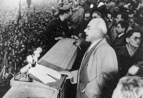 Podczas przemowy 24 października 1956 roku Gomułka – u szczytu popularności – przekonywał, że ludzie powinni wrócić do pracy.