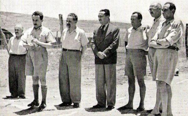 Isser Harel (na zdjęciu stoi pierwszy z prawej) bardzo chciał dopaść Mengelego. Nie wiedział, że Anioł Śmierci od maja 1959 roku mieszkał w Paragwaju.