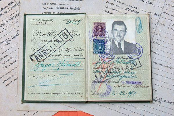 Włoski paszport dzięki, któremu Mengele wyjechał do Argentyny.