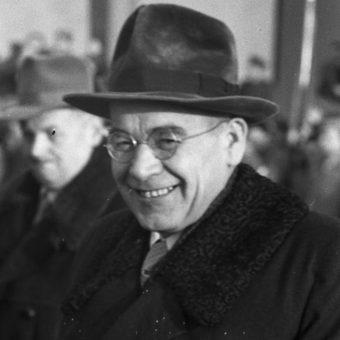 """Gdy Gomułka został pierwszym sekretarzem partii, w Polsce zapanowała """"gomułkomania""""."""