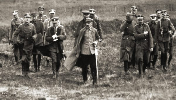 Józef Piłsudski ze sztabem, wiosną 1920 roku.