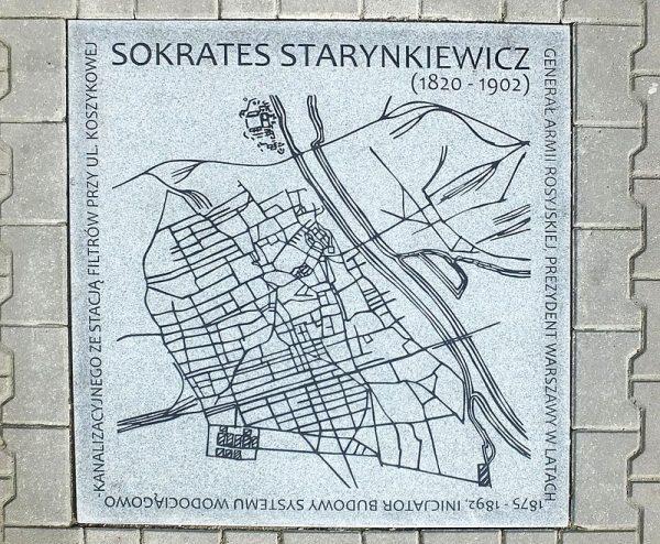 Po latach warszawiacy docenili Starynkiewicza (na zdj. tablica pamiątkowa na chodniku przed urzędem dzielnicy Warszawy Ochota).