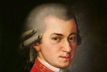 Choć zmarł w wieku zaledwie 35 lat, Wolfgang Amadeusz Mozart zdążył zapisać się w historii jako jeden z najgenialniejszych muzyków wszech czasów.