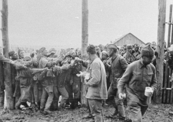 Niemcy uważali, że niepracujący jeńcy powinni umrzeć z głodu.