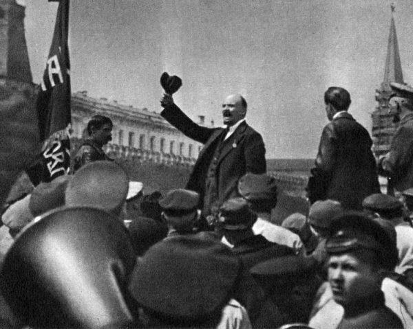 """Pionierami """"totalnej propagandy"""" byli bolszewicy."""