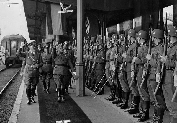 Hiszpania zachowała neutralność, choć generał Franco od 1940 roku negocjował z Hitlerem przystąpienie do wojny. Zdjęcie ze spotkania przywódców w Hendaye w październiku 1940 roku.