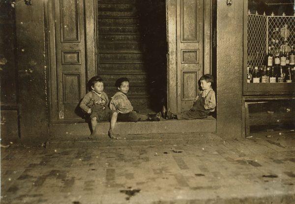 Do pracy trafiały najczęściej dzieci z przytułków lub biedniejszych rodzin. Zdjęcie poglądowe.