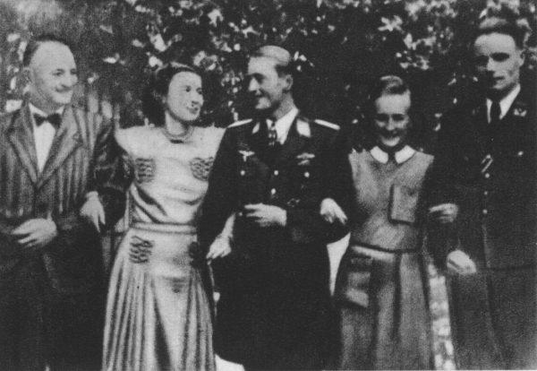 Jednym z rozpracowywanych oficerów był dr Ludwig Hahn (pierwszy z lewej).