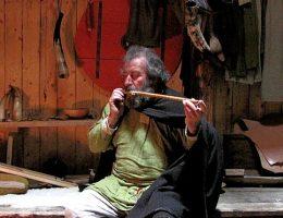 Czy wikingowie dotarli do Ameryki Północnej w XII wieku? I czy palili wówczas marihuanę? (na zdj. zrekonstruowane wnętrze chaty w osadzie L'Anse aux Meadow).