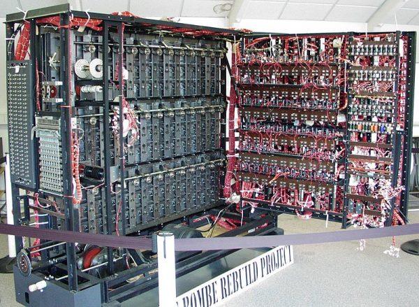 Muzealna replika bomby Turinga, dzięki której udało się rozszyfrować Enigmę.