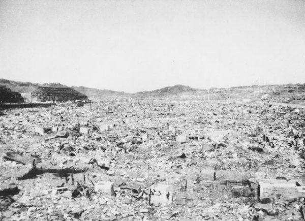 Nagasaki po ataku atomowym 9 sierpnia 1945 roku.