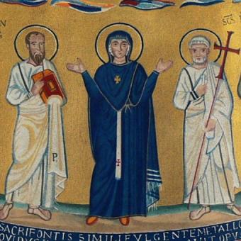 Na tej mozaice z VII wieku Maryja miała na sobie biskupi paliusz. Wiemy o tym tylko dzięki temy, że zachowała się XIX-wieczna ilustracja mozaiki. Na oryginalnym dziele czerwone płytki tworzące krzyż zastąpiono bowiem białymi – by zamaskować prawdziwą symbolikę pasa.