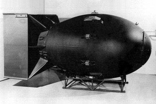 """Bomba """"Fat Man"""", która zniszczyła Nagasaki."""