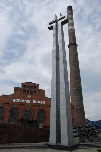 """Pomnik poległych górników z KWK """"Wujek""""."""