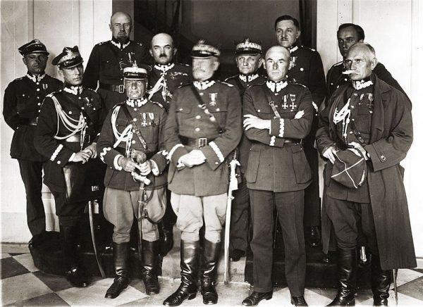 Kwestii traktowania antymilitarystów nie uregulowano przez cały okres trwania II RP. Na zdjęciu konferencja inspektorów armii w Warszawie, początek 1926.