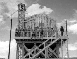 Aby skalibrować urządzenia pomiarowe przed testem Trinity, Amerykanie przeprowadzili próbny wybuch, podczas którego wysadzili 108 ton trotylu. Faktyczna bomba była odpowiednikiem 21 tysięcy ton trotylu.