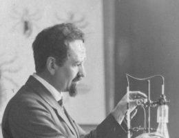 Profesor Weigl w swoim laboratorium.