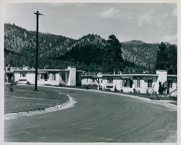Państwo Ulamowie zamieszkali w urokliwych domkach na terenie Los Alamos.
