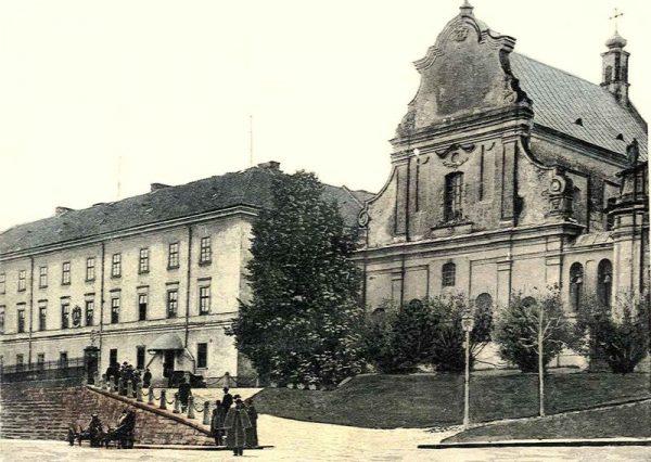 Kościół św. Mikołaja i stary uniwersytet we Lwowie, w którym mieścił się Instytut prof. Weigla.