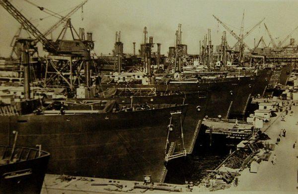 Frachtowce Liberty o prostej konstrukcji zaopatrywały Europę w ludzi i sprzęt.