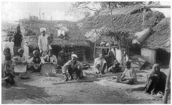 """""""Niedotykalni"""" już w starożytności żyli poza marginesem społeczeństwa, wygnani na obrzeża miast i wiosek."""