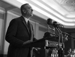 Zorganizowano specjalną wystawę ze skradzionych kosztowności dla ówczesnego pierwszego sekretarza, Edwarda Gierka (na zdj. przemawia na plenum Komitetu Centralnego Polskiej Zjednoczonej Partii Robotniczej).