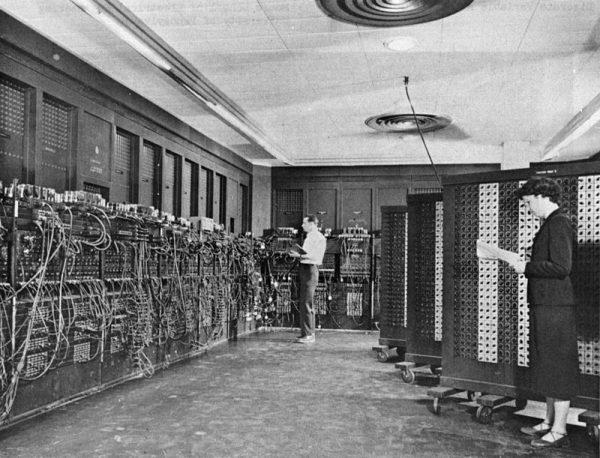 Pierwsze komputery były naprawdę okazałych rozmiarów...