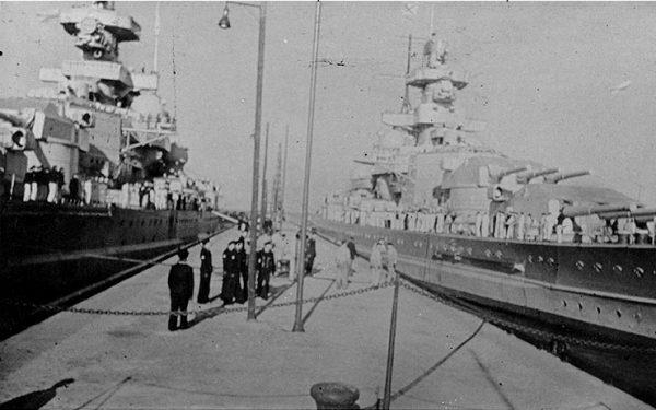 """""""Scharnhorst"""" i """"Gneisenau"""" w porcie"""