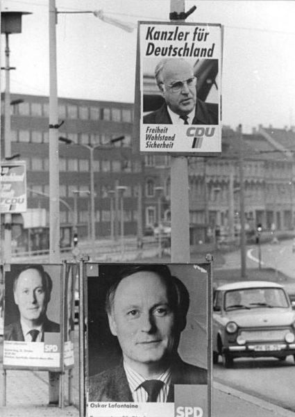 Plakaty wyborcze z 1990 roku