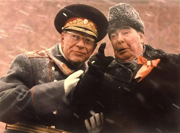 Leonid Breżniew (na zdj. z Dmitrijem Ustinowem) chciał pokazać polskim komunistom, jak należy rozprawiać się z wrogami systemu.