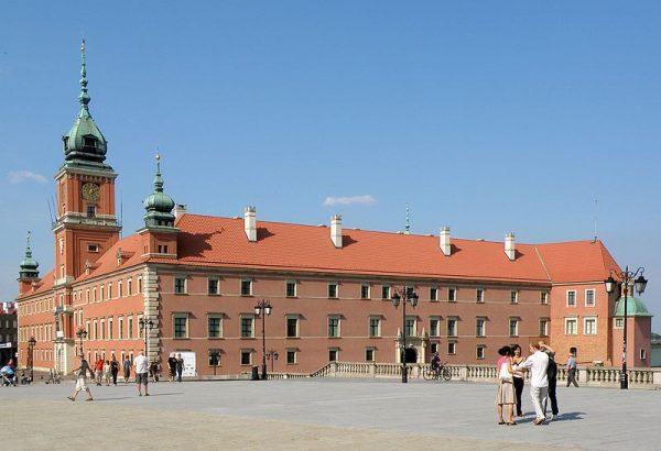 Gdy w styczniu 1971 zapadła decyzja o odbudowie Zamku Królewskiego w Warszawie, Aleksander Gieysztor został członkiem Obywatelskiego Komitetu Odbudowy.